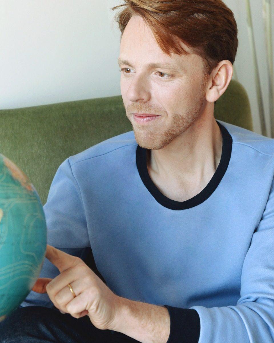 une image du patron de couture homme sur mesure du sweat ou sweatshirt , il est très facile et simple à coudre pour les débutants.