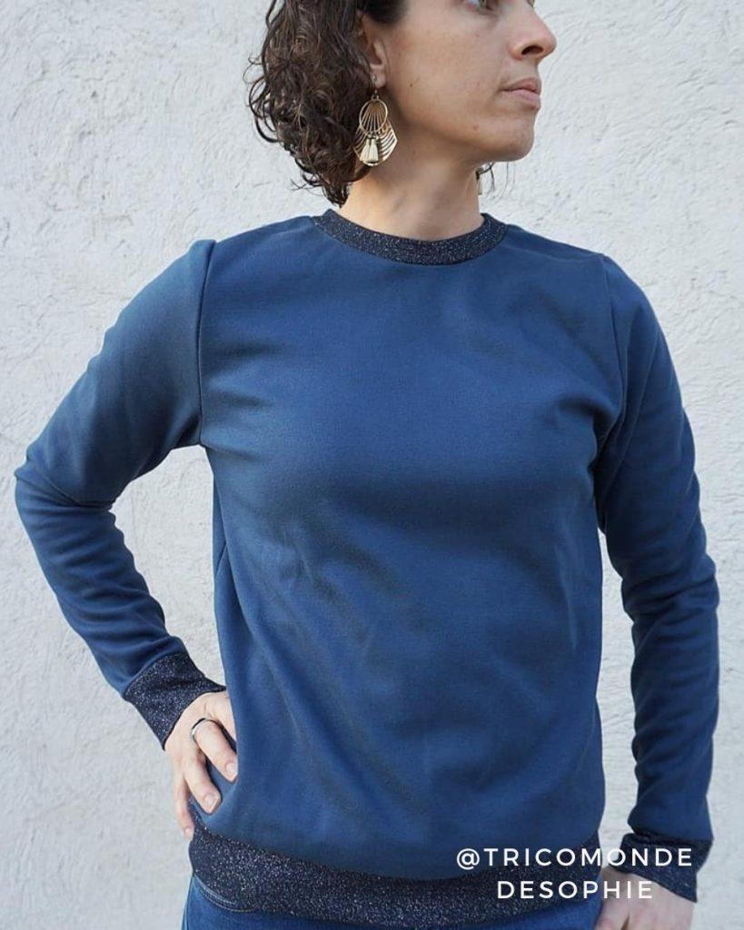 une image du patron de couture femme sur mesure du sweat ou sweatshirt , il est très facile et simple à coudre pour les débutants. Ce vêtement est coupé avec du tissu coton maille avec des bords de côte à personnaliser.