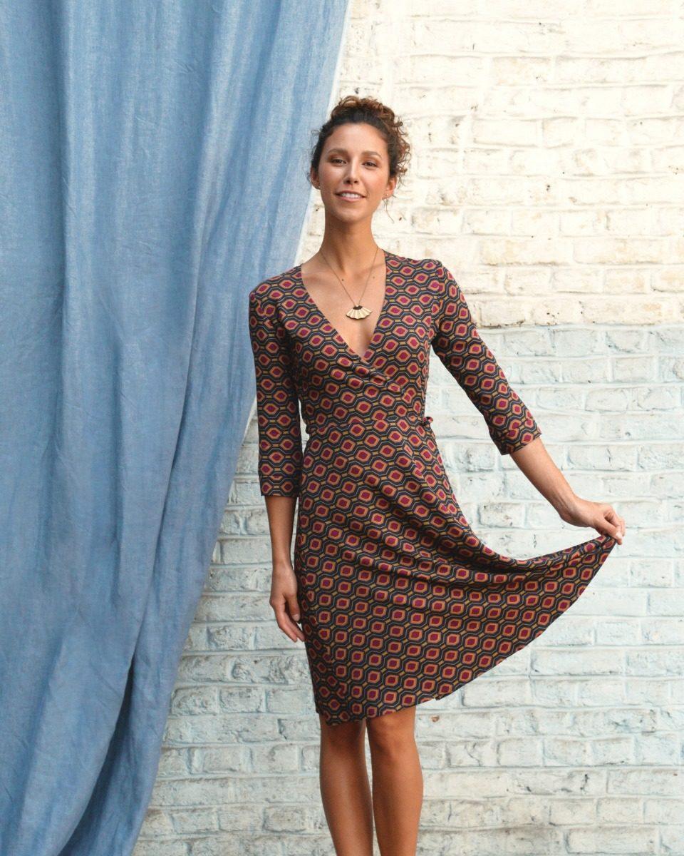 65ef7a0f74c une image du patron de couture femme sur mesure de la robe portefeuille  cache coeur avec