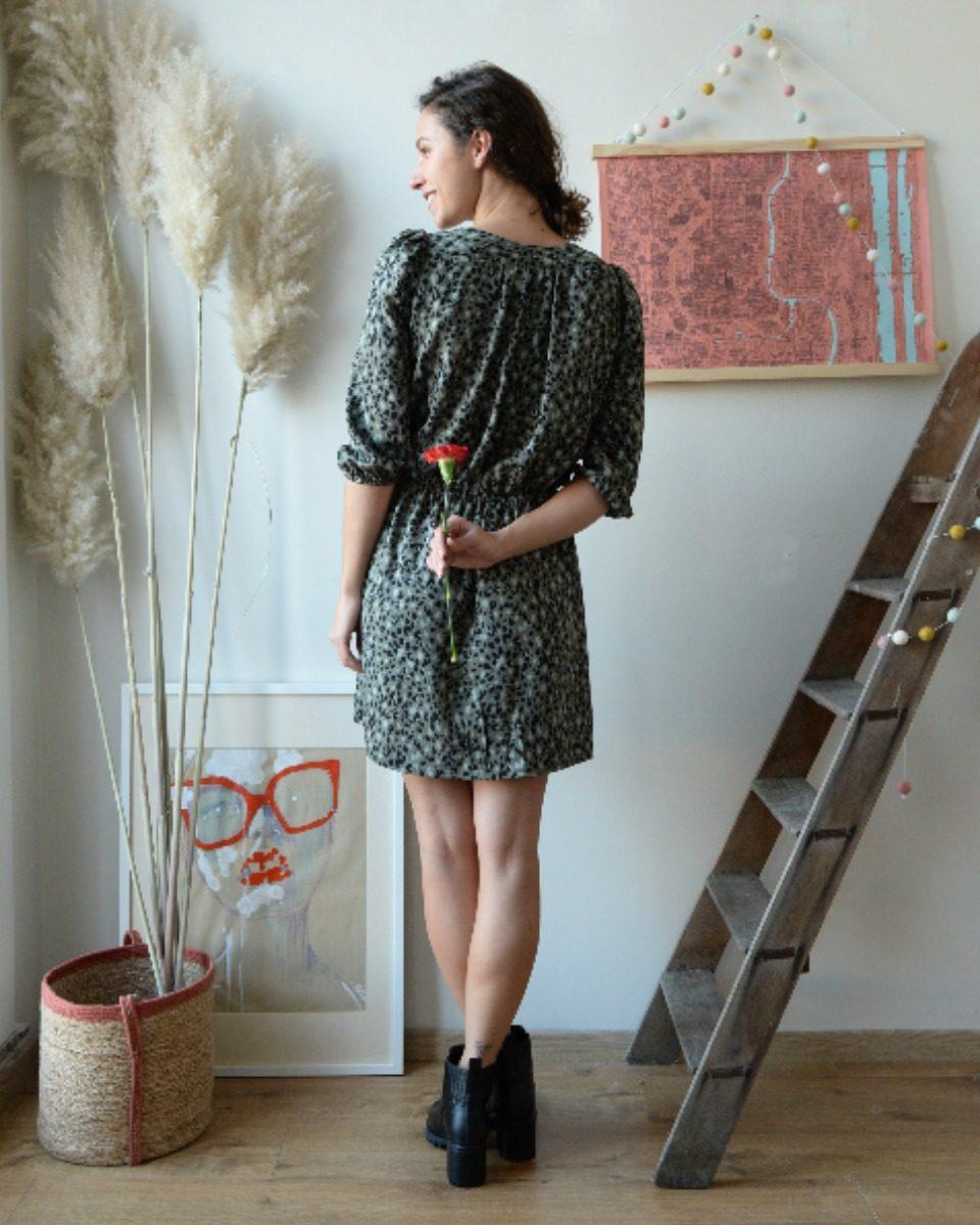 9660fb15a20 une image du patron de couture femme sur mesure de la robe taille élastique  cache coeur