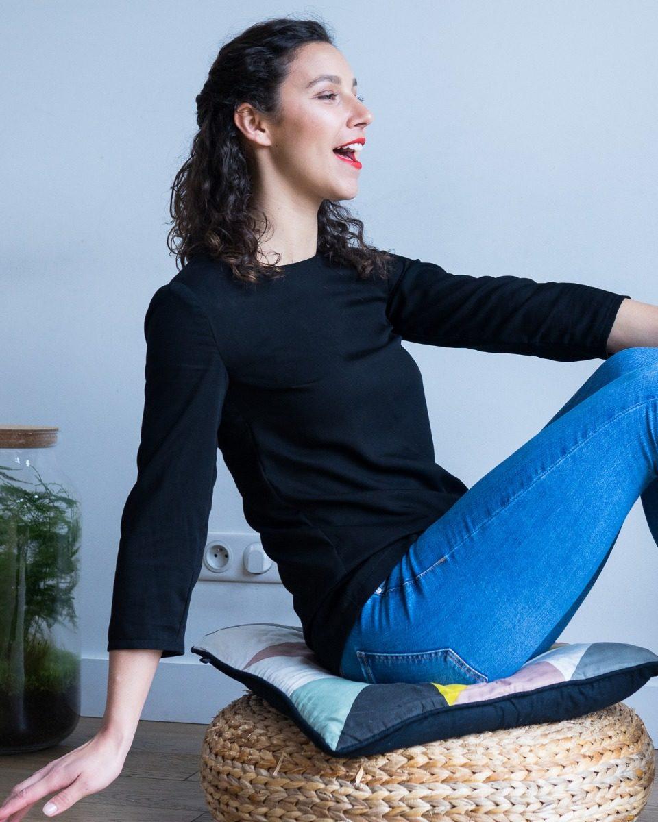 une image du patron de couture femme sur mesure du top ou haut été droite et fluide en col rond avec des manches longues. Ce patron est simple à coudre pour les débutants en couture.